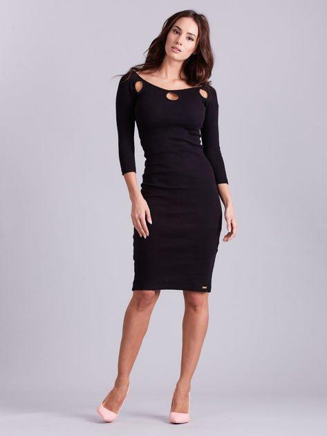 Czarna sukienka w prążek z wycięciami                              zdj.                              4