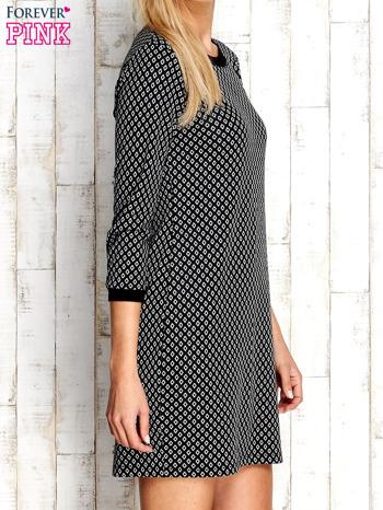 Czarna sukienka we wzór rombów                                  zdj.                                  3