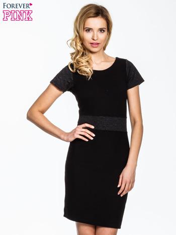 Czarna sukienka z aplikacją w pasie i na rękawach                                  zdj.                                  1