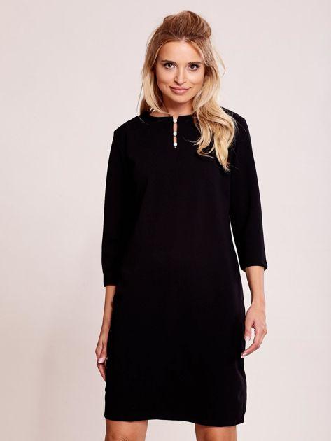 Czarna sukienka z biżuteryjnym dekoltem                               zdj.                              1