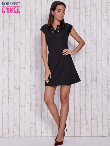 Czarna sukienka z dekoltem cut out                                  zdj.                                  4