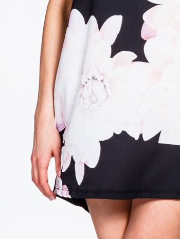 Czarna sukienka z dużym nadrukiem kwiatowym                                  zdj.                                  6