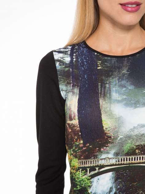 Czarna sukienka z fotograficznym nadrukiem krajobrazu                                  zdj.                                  6