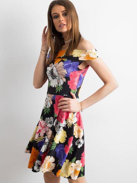 Czarna sukienka z kolorowym kwiatowym deseniem                              zdj.                              3