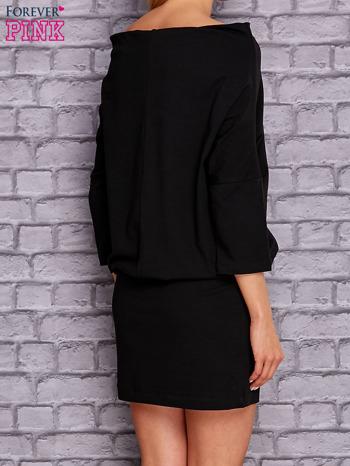 Czarna sukienka z luźnym kołnierzem                              zdj.                              3