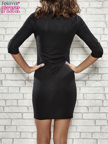 Czarna sukienka z marszczeniami przy dekolcie                                  zdj.                                  4