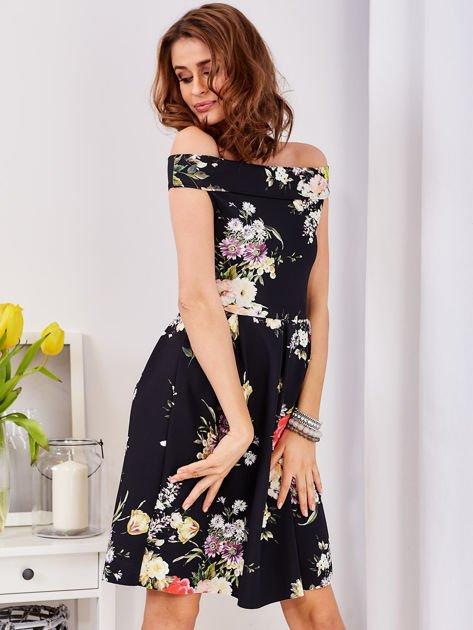 Czarna sukienka z motywem malowanych kwiatów                              zdj.                              1