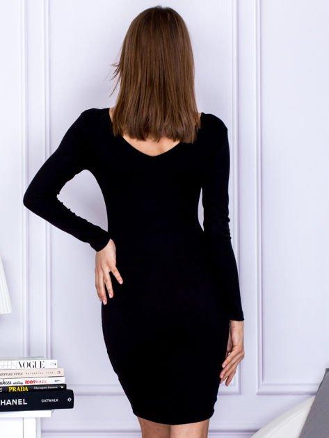 Czarna sukienka z ozdobnymi kółeczkami                                  zdj.                                  2