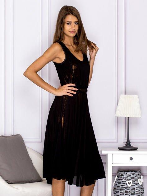 Czarna sukienka z rozkloszowanym dołem                                  zdj.                                  3