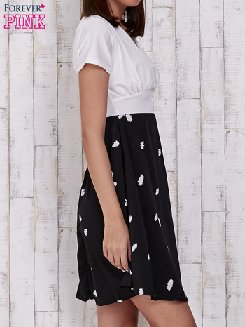 Czarna sukienka z rozkloszowanym dołem w ciapki                                  zdj.                                  3