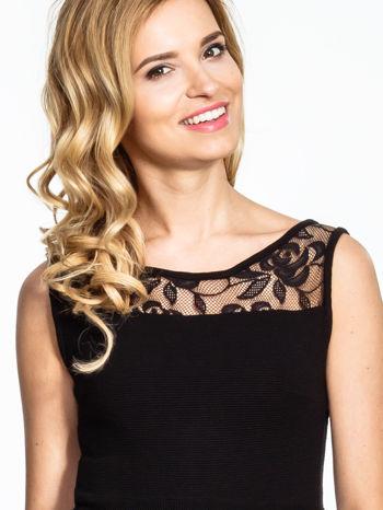 Czarna sukienka z tiulowym wykończeniem                                  zdj.                                  5