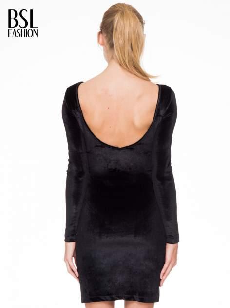 Czarna sukienka z welwetu z dekoltem open back                                  zdj.                                  4