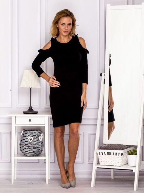 Czarna sukienka z wycięciami na ramionach                                  zdj.                                  4