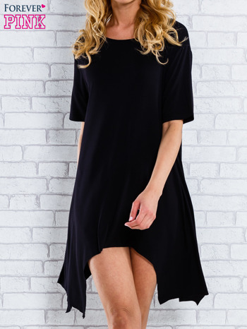 Czarna sukienka z wydłużanymi bokami