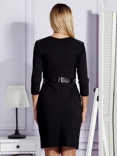Czarna sukienka ze skórzanymi modułami                              zdj.                              2