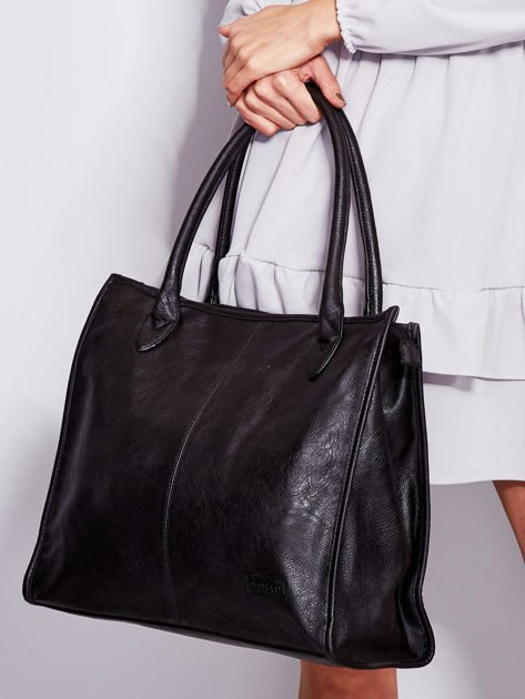 Czarna torba na ramię w miejskim stylu                              zdj.                              4