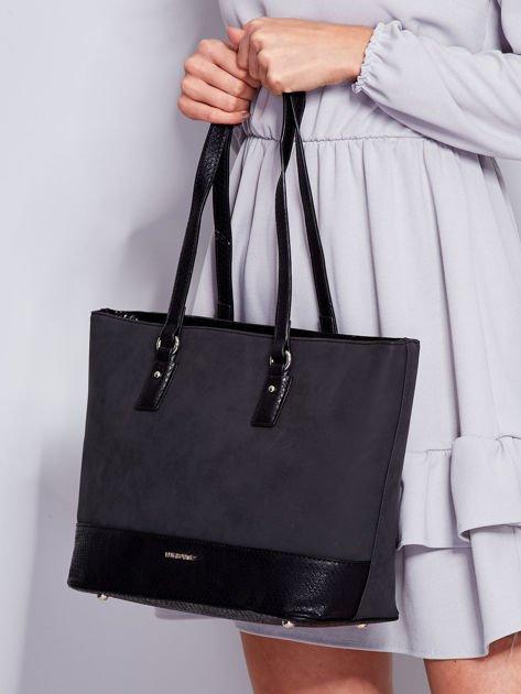 Czarna torba shopper z motywami skóry węża                              zdj.                              4