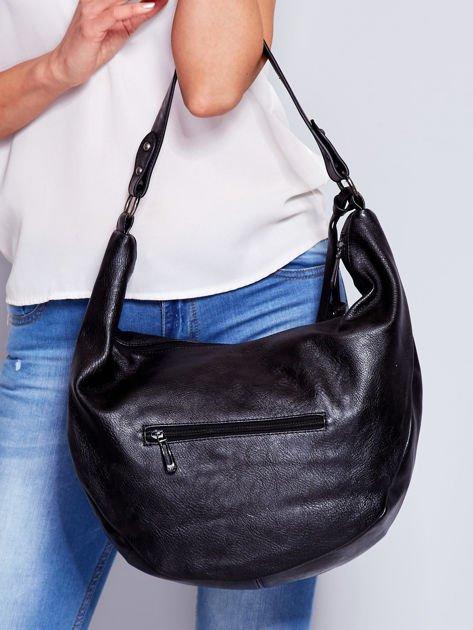 Czarna torba z przywieszką                                  zdj.                                  3