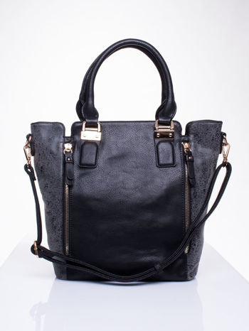 Czarna torba z suwakami i szarymi wstawkami po bokach