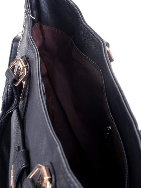 Czarna torba z tłoczonej skóry ze złotymi detalami                                  zdj.                                  13