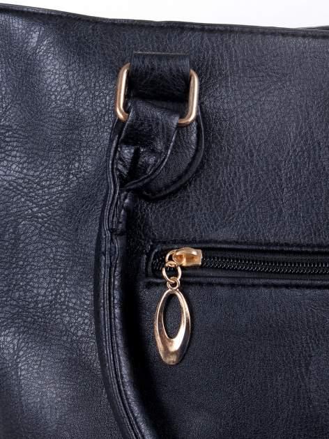 Czarna torba z tłoczonej skóry ze złotymi detalami                                  zdj.                                  7
