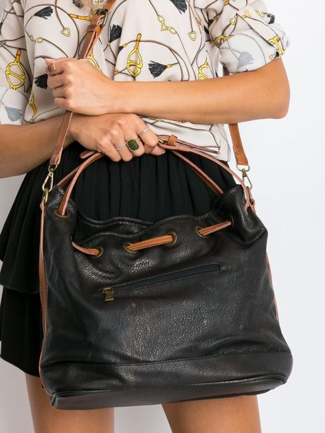 Czarna torba ze ściągaczem                              zdj.                              2