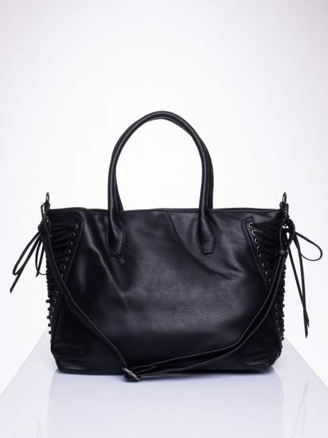 Czarna torba ze sznurowaniem po bokach                                  zdj.                                  1