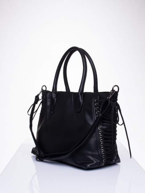 Czarna torba ze sznurowaniem po bokach                                  zdj.                                  3