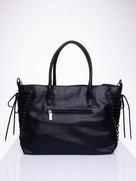 Czarna torba ze sznurowaniem po bokach                                  zdj.                                  2