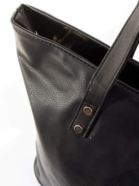 Czarna torba ze złotym detalem                                  zdj.                                  7