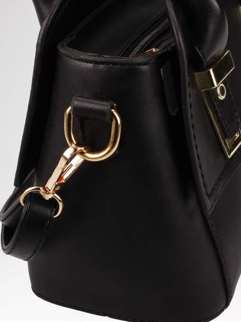 Czarna torebka kuferek z odpinanym paskiem                                  zdj.                                  7