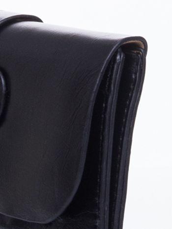 Czarna torebka listonoszka z klapką                                  zdj.                                  8