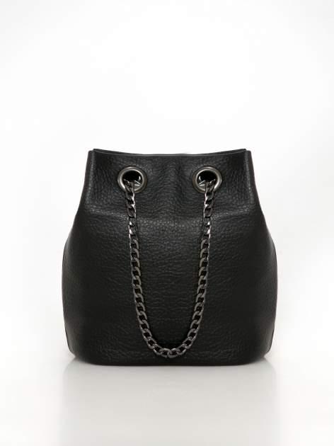 Czarna torebka typu worek na łańcuszku                                  zdj.                                  1