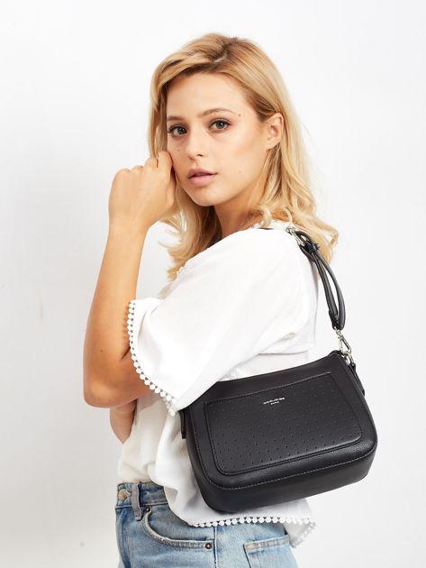 Czarna torebka z ażurową kieszenią                              zdj.                              1