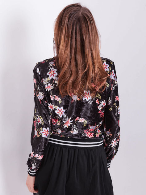 Czarna welurowa bluza bomberka rozpinana w kwiaty                              zdj.                              2