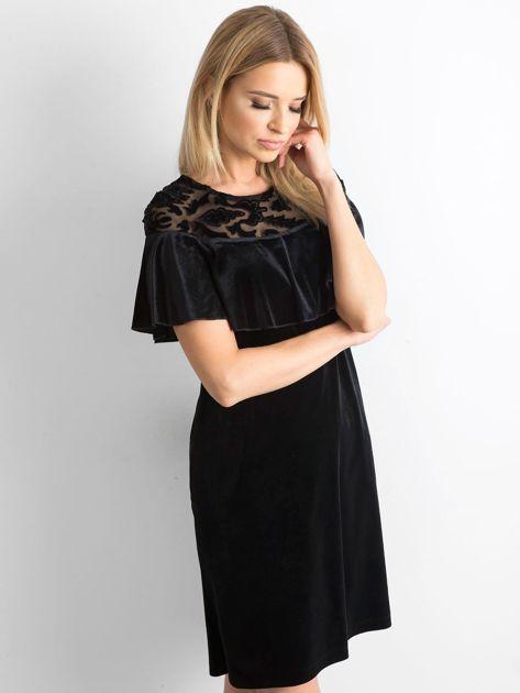 Czarna welurowa sukienka z falbaną                              zdj.                              3