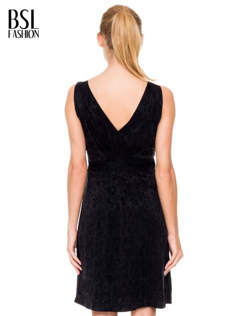 Czarna wzorzysta sukienka z suwakami                                  zdj.                                  4