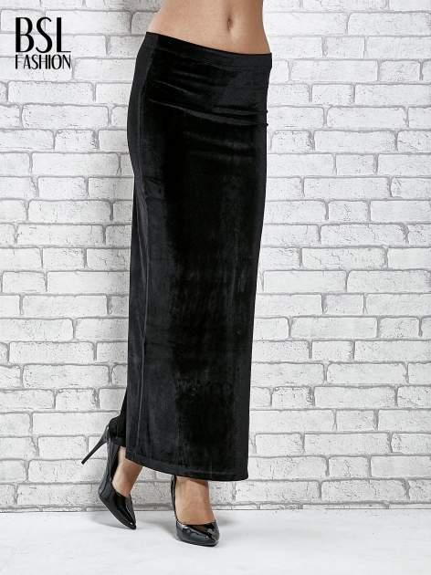 Czarna zamszowa spódnica maxi z rozporkiem