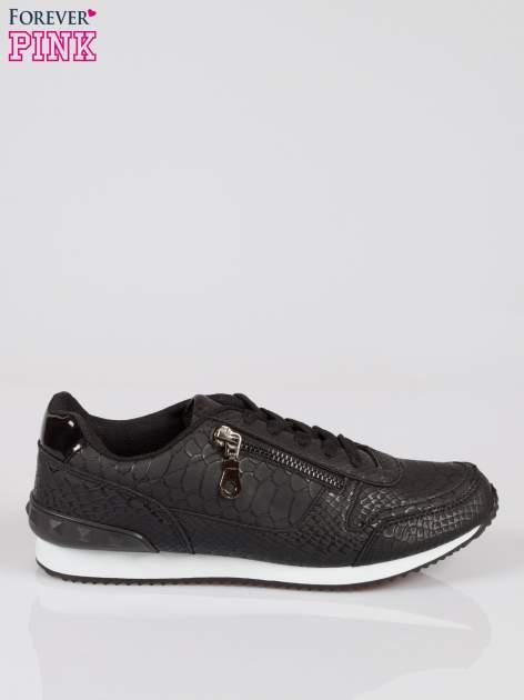 Czarne adidasy damskie z efektem skóry krokodyla i suwakiem