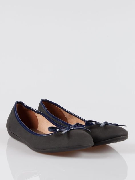 Czarne baleriny faux leather z kokardką na niskim koturnie                                  zdj.                                  2