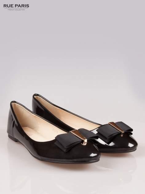 Czarne błyszczące balerinki faux leather Melanie z kokardką                                  zdj.                                  2