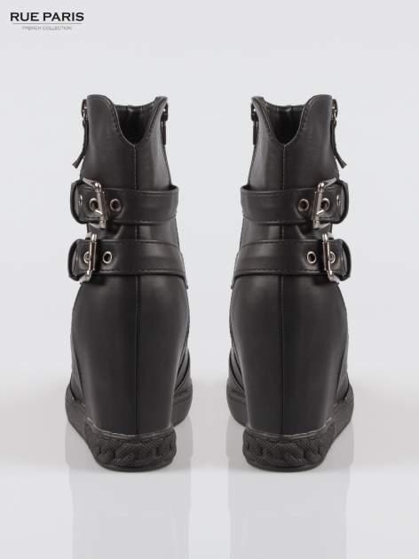 Czarne botki w stylu sneakersów z zamkami i klamrami                                  zdj.                                  3