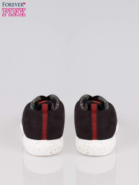 Czarne buty sportowe double material Naughty z zamszu i denimu                                  zdj.                                  3