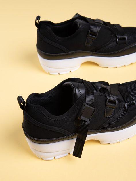 Czarne buty sportowe z wiązaniem i zapięciem na klips                              zdj.                              4