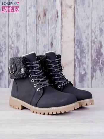 Czarne buty trekkingowe traperki ocieplane Lucid z wywiniętą wełnianą cholewką i ozdobnym zapięciem                                  zdj.                                  1
