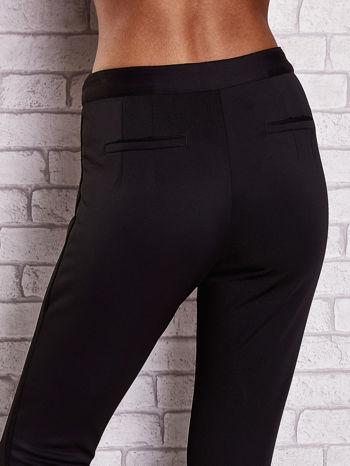 Czarne dopasowane spodnie z siateczkowym pasem                                  zdj.                                  6