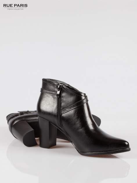 Czarne eleganckie botki na słupkowym obcasie z klamerką                                  zdj.                                  4
