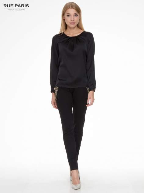 Czarne eleganckie spodnie dresowe z dżetami                                  zdj.                                  2