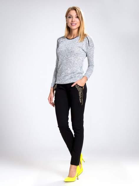 Czarne eleganckie spodnie dresowe z dżetami                                  zdj.                                  7