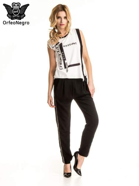 Czarne eleganckie spodnie dresowe z kontrastowym lampasem                                  zdj.                                  6